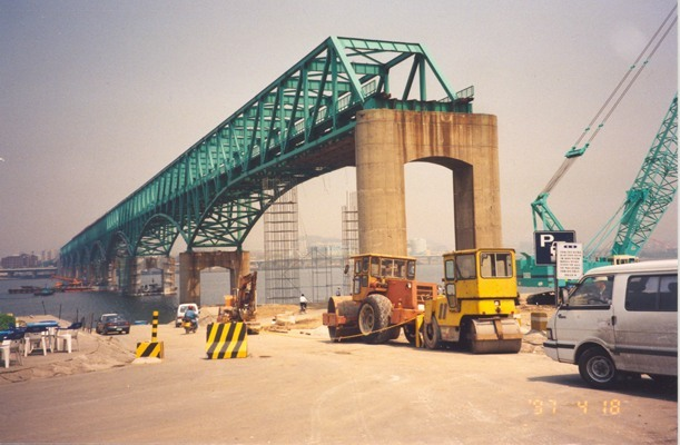 Lifting of Bridge Section - Dansang, Korea